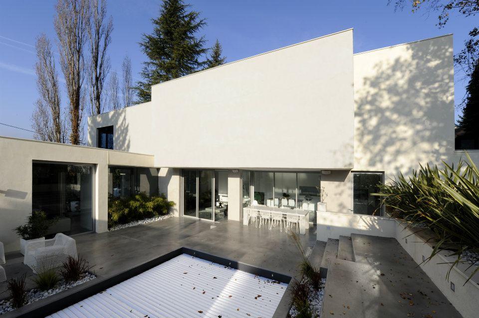 maison sdp construction d 39 une maison haut de gamme limonest architecte sur lyon cubik. Black Bedroom Furniture Sets. Home Design Ideas